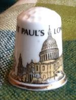 THIMBLES - DÉ À COUDRE EN PORCELAINE - CATHEDRAL ST PAUL'S, LONDON - - Dés à Coudre