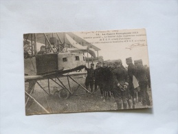LA GUERRE EUROPEENNE 1914    LE GENERAL JOFFRE INSPECTE UNE INSTALLATION DE T.S.F A BORD D'UN BIPLAN - War 1914-18
