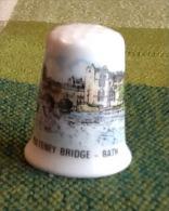 THIMBLES - DÉ À COUDRE EN PORCELAINE - PULTENEY BRIDGE, BATH, UK - - Dés à Coudre