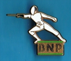 PIN´S //  ** BANQUE ** BNP ** ESCRIME ** . (Decat Paris) - Fencing