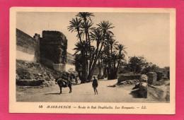 MAROC MARRAKECH, Route De Bab Doukklalla, Les Remparts, Animée, 1951, (L. L.) - Marrakech