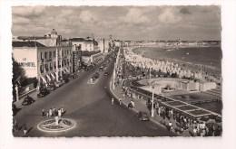 85 -  Les SABLES D´OLONNE:le Boulevard Et Vue Générale De La Plage - Années 1950 - Editions La Cigogne - - Sables D'Olonne