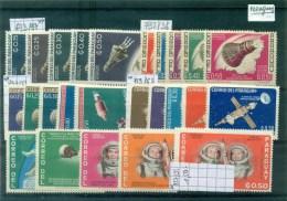 Espace   N°693/7. 732/6. 747/51. 759/63. 827/31. 5 Séries Différentes, Neuves ** - Paraguay