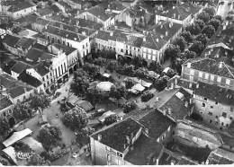 32 - VIC FEZENSAC : Centre De La Ville - CPSM Dentelée Noir Blanc GF 1955 - Gers - Vic-Fezensac