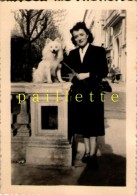 Homme Femme Balade  Chien   Photo Ancienne  9x6cm  Circa 50 - Personnes Anonymes