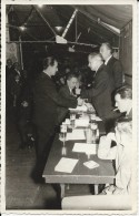 Aalst.  -   P. Van Hove  -  Uitreiking Van Medaille Na De Oorlog Voor Heldendaad Te Aalst. - Photographie