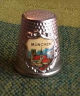 THIMBLES - DÉ À COUDRE EN MÉTAL - MUNCHEM, GERMANY - MUNICH, ALLEMAGNE - - Dés à Coudre