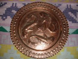 Ancien Plateau Decoratif En Cuivre Rouge à Decor De Poissons, Carpes, Travail De Durfort, Tarn (16-328) - Rame