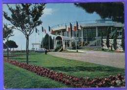 Carte Postale 17. Royan Le Casino  DS Citroën Trés Beau Plan - Royan