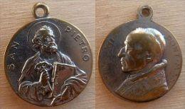 Mada-711 Médaille Ancienne San Piétro, Au Dos Pius XII - Godsdienst & Esoterisme