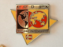 Pin's KODAK - IMAGERIE INDUSTRIELLE - Fotografia