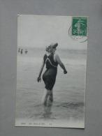 Ref5090 AB CPA Aux Bains De Mer - Portrait De Femme En Maillot De Bain Rentrant Dans L'eau LL N°5048 - Moda