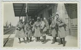 Gare De Saint-Hilaire-au-Temple (Marne). Soldats En Voyage De Mourmelon à Metz. 1935. - Trains