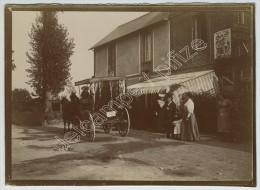 "Calèche Devant L'Hôtel Café Restaurant ""A Ma Campagne"" à Auberville (Calvados). Pub Brasserie Gruber. Circa 1900. - Fotos"