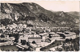 16885. Postal DIGNE Les BAINS (Basses Alpes)  Les Casernes. Cuartel Militar - Digne