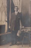 Real Photo - Unidentified Man - Homme Non Identifié - 2 Scans - Photo Portelance Farnham & Granby - Postcards