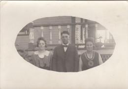 Real Photo - Unidentified Man And Two Women - Jeune Homme Et Deux Femmes Non Identifiés - 2 Scans - Postcards