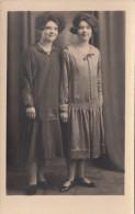 Real Photo - Unidentified Young Girls - Jeunes Filles Non Identifiées - 2 Scans - Postcards