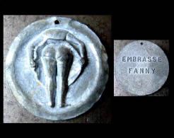 Jeton De Pétanque Ancien Embrasse Fanny Marseille  / Old Bowl Games Magnet Funny Erotic Twist - Enseignes