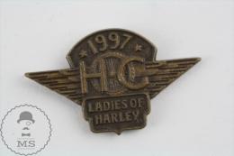 Motor Harley Davidson HOG 1997 Ladies Of Harley - Motorcycle Pin Badges - Transportes