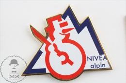 Nivea Alpin Snowman Advertising - Pin Badges - Marcas Registradas