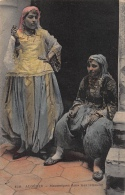 Algerije      Mauresques Dans Leur Interieur          A 723 - Métiers