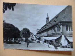PHOTO CPA MONTBÉLIARD Place Des Halles Voitures Bicyclette Agent Police Galeries Réunies De L´Est Circulé 1958 - Montbéliard