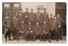 CPA De 1913 - MILITARIA - 63 - BOURG LASTIC - MILITAIRES 121° REGIMENT - DEVANT BAR - PUB BYRRH - LILAS A LA BOUTONNIERE - Regiments