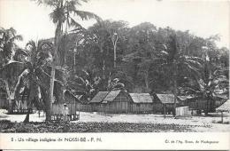 Un Village Indigène De NOSSI BE - Madagascar
