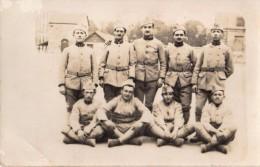 Carte Photo Originale Guerre 14-18 - Groupe De Soldats Français Avec Calots - Camaraderie - - Guerre, Militaire