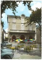 Graveson - La Mairie ( Automobiles Renault 4 Cv, Simca 1000, Terrasse De Bistrot, Parasols ) - France