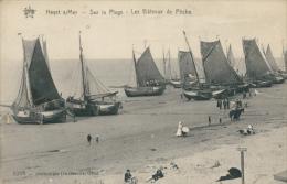 BELGIQUE HEYST / Heyst-sur-Mer, Sur La Plage, Les Bâteaux De Pêche / - Heist