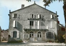 CPSM -  BOURDEILLES - BOURDEILLE - LA MAIRIE ET LA POSTE - Dos Vierge  - TBE - Cim - Other Municipalities