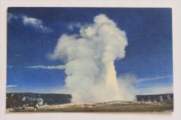 OLD FAITHFUL GEYSER, YELLOWSTONE NATIONAL PARK, WYOMING, Linen - Yellowstone