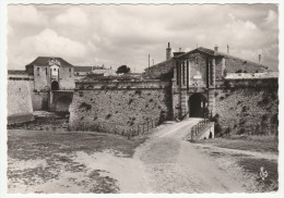 *a* - PORT-LOUIS - L'Entrée De La Citadelle - édit. Les Tirages Modernes, N°6 - Format CPM - Port Louis