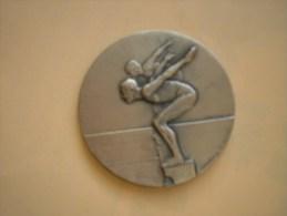 Belle Médaille Sur Le Theme Natation - Signée CHARMA CO VALENCE Graveur CONTAUX - France