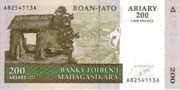 MADAGASCAR  200 Ariary  Emission De 2004   Pick 87     ***** BILLET  NEUF ***** - Madagascar
