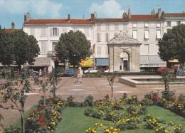 Place Et Fontaine Colbert, à Rochefort-sur-Mer (17) - - Rochefort