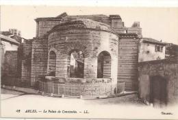 .42.  ARLES . LE PALAIS DE CONSTANTIN  ..JOLIE CARTE NON ECRITE - Arles