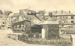 BASTOGNE - Le Tank Et Le Buste Du Général Mac Auliffe - Bastenaken