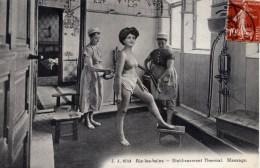 73 AIX Les BAINS Très Animée Etablissement Thremal Massage (Femme Seins Nus) - Aix Les Bains