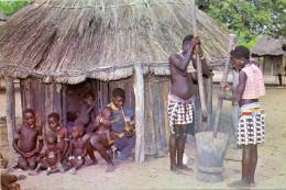 VÖLKERKUNDE / ETHNIC - Rhodesia, Btonkas Village Life - Simbabwe