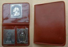 Mada-720  Trois Médailles Probable Ag Dans  étui  St Domonique, N.D. De Prouilles Et Ô Marie Conçue Ss Péché - Religion & Esotericism