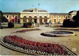 GARES (47) MARMANDE - LA GARE Et Les Jardins Devant La Gare : Vue Extérieure - CPSM GF 1967 - Lot Et Garonne - Stations - Zonder Treinen