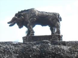Bronze Miniature Taureau Fonte Cire Perdue Statuette - Bronzes
