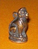 Bronze Miniature Pendentif Lion Assis Fonte Cire Perdue Statuette - Bronzes