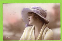 Très Beau Portrait De Jeune Femme Portant Un Chapeau Editeur LEO. Circulé En 1921. - Mujeres
