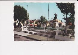 31 Villefranche De Lauragais Monument Aux Morts Le Jardin - France