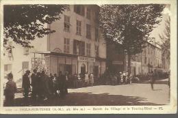 ISOLA SUR TINEE... Entrée Du Village Et Le Touring-Hôtel...animée........14 X 9 - France