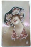 Photo Couleur NOYER 2698 Portrait Femme Fete Catherine Fantaisie Chapeau FANTAISIE Et Robe Ajoutis Paillettes Argent - Santa Catalina